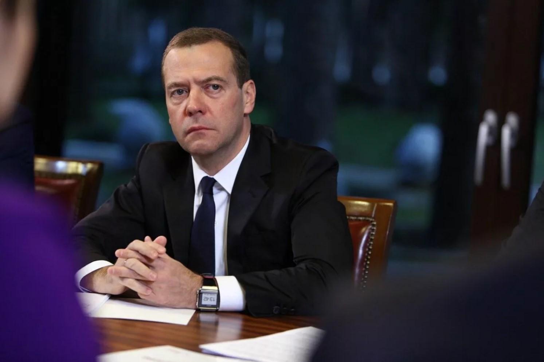 Медведев мог стать спикером Госдумы, но ему не дал Кириенко